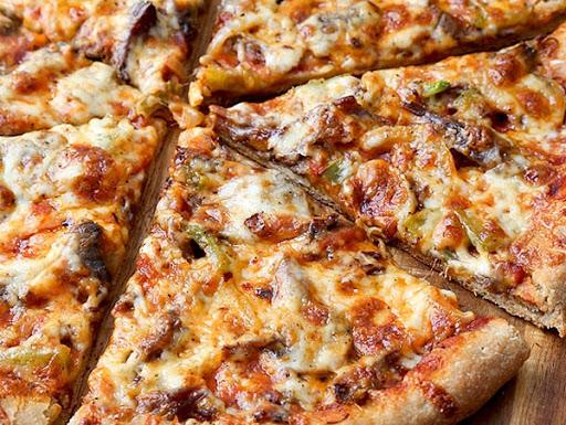 پیتزا قارچ و گوشت متوسط