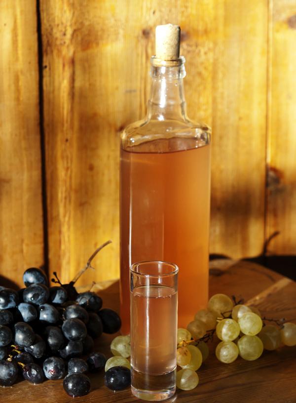 سرکه انگور طبیعی ( 1/5 لیتری )
