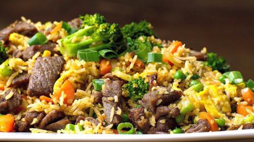 بیف بروکلی با سس آسیایی برنج بخارپز ژاپنی