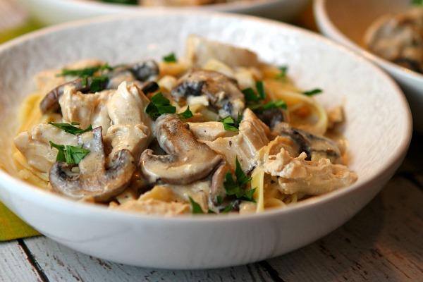 خوراک قارچ و مرغ(سه شنبه)
