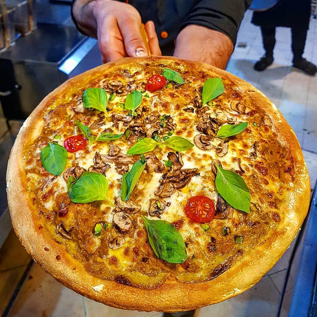پیتزا چیکن آلفردو خانواده