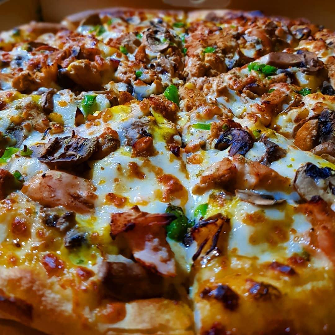 پیتزا مرغ خانواده