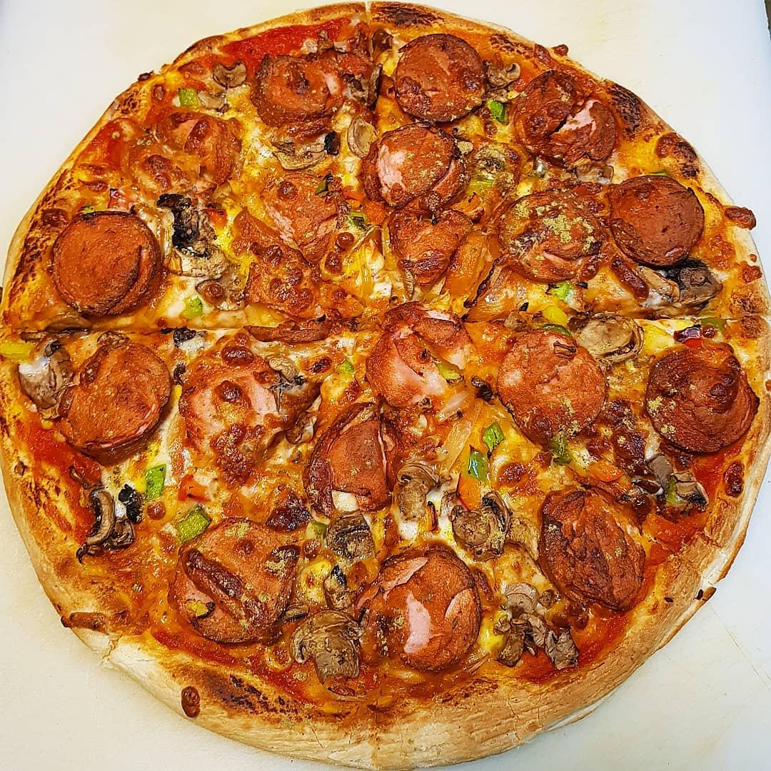 پیتزا سوسیس و قارچ دو نفره
