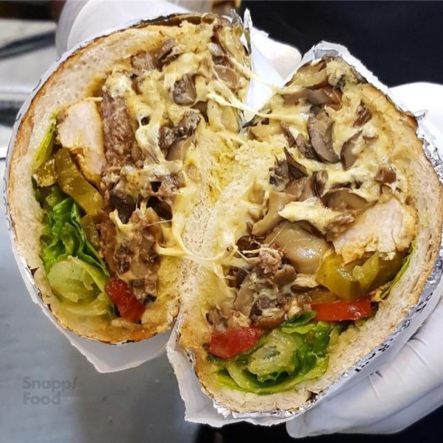ساندویچ نصف نیم کیلویی
